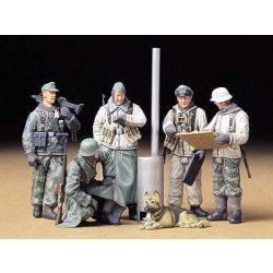 Tamiya Geman Soldiers at Field Briefing - makett