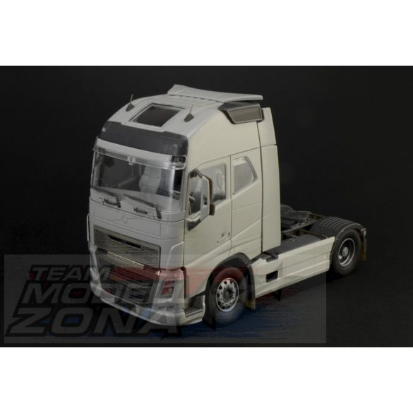 Italeri - 1:24 VOLVO FH16 GLOBETROTTER XL - kamion makett